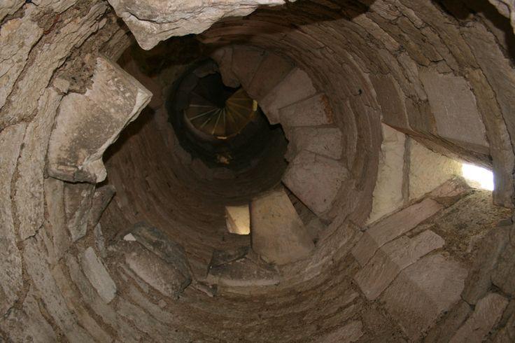 Картинки по запросу лестницы в замках
