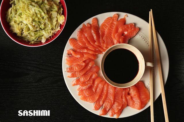 Sashimi de salmão com couve salteada