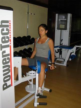Para fazer em casa; adaptação de exercícios com equipamentos de academia.
