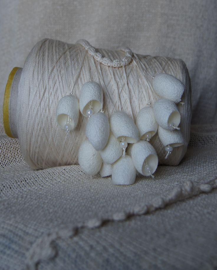 Украшение из коконов шелкопряда. автор Дмитриева Дарья
