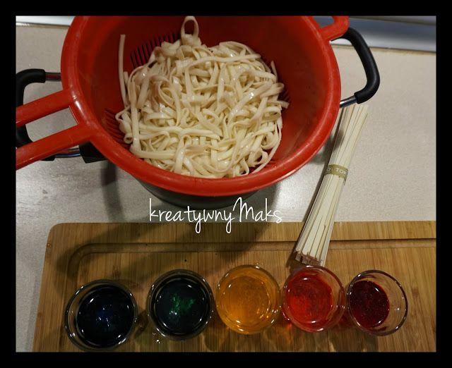kreatywnyMaks: Kolorowy makaron - zabawa sensoryczna