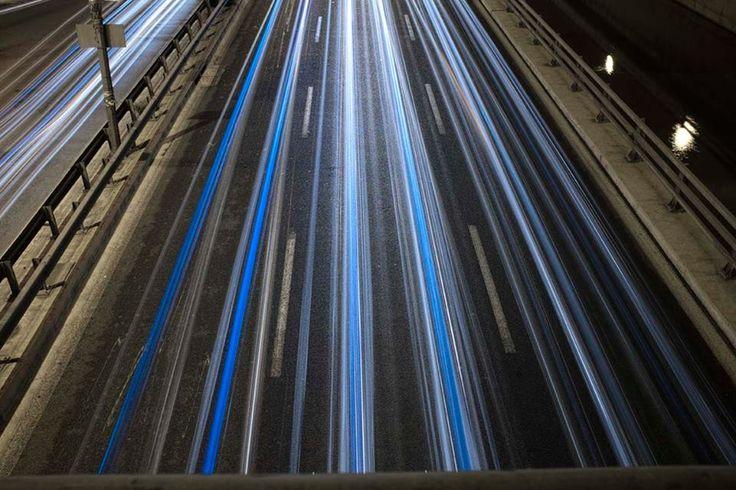 Νυχτερινοί χείμαρροι :: left.grΝυχτερινοί χείμαρροι  Φωτογραφία-κείμενο: Άγγελος Καλοδούκας - See more at: http://left.gr/news/nyhterinoi-heimarroi#sthash.22dafRtB.DeuDXCFE.dpuf