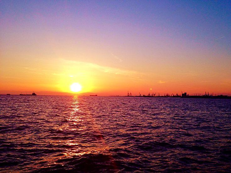 Port of Thessaloniki #mjdoddy collection Welcome Sun #photoexpress #wonderland #whatawonderfulworld #whenthesunsgoesup #sunset #sunshine #seethebeauty #relax #thessaloniki #iphoneonly #instagreece #imagine #orange #aviary #deluxefx #feelings #feelthevibe #Greece #keepthespiritalive #colors #chill #nature #magic #Hellas