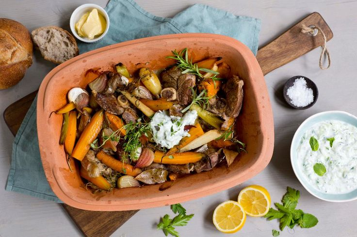En varmende gryte med lam og grønnsaker er perfekt søndagsmiddag.