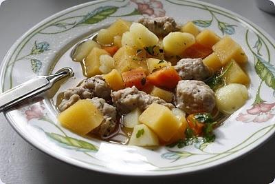 Hostsuppe med kyllingkjottboller  Autumn soup with chicken meatballs
