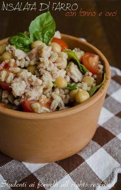 L'insalata di favvo con tonno e ceci è un piatto freddo estivo perfetto non solo da portare in spiaggia, al mare o in piscina ma anche in ufficio