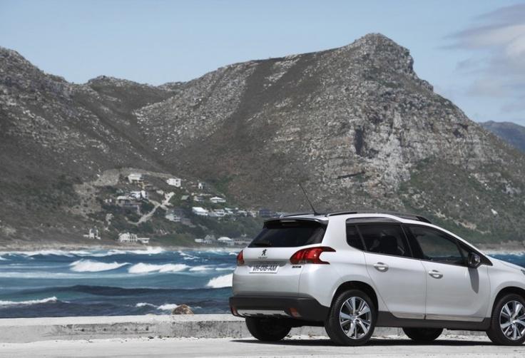 Der Peugeot 2008 ist ab sofort in Deutschland bestellbar. Der Einstiegspreis für den neuen Peugeot 2008 liegt bei 14 700 Euro für den 2008 Access 82 VTi. Die Diesel beginnen bei 18 950 Euro für den 208 Active e-HDi FAP 92 Stop & Start.