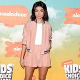 """Sarah Hyland's Outfit Says """"It's Spring"""" at the Kids' Choice Awards"""