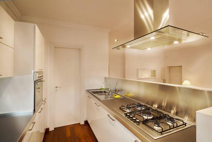 6 idee per arredare una cucina stretta