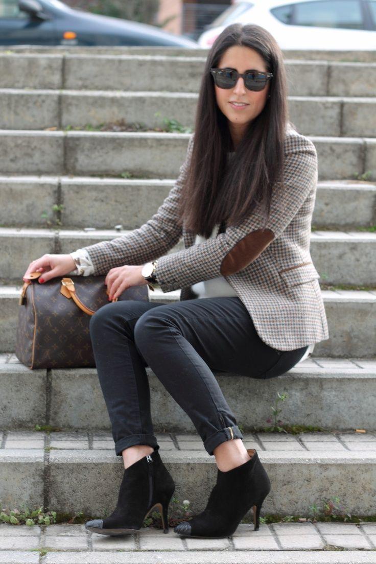 Chaqueta tweed/Tweed Blazer: Zara (rebajas)  Jesey/Sweater: Oysho (w 13)  Camisa/Shirt: Zara (w 12)  Jeans: Zara (old)  Botines/Ankle boots: Zara (w 13)  Reloj/Watch: Daniel Wellington  Anillo/Ring: Aristocrazy  Collar/Necklace: Stradivarius (w 13)  Pulsera/Bracelet: Bimba (w 13)  Bolso/bag: Louis Vuitton