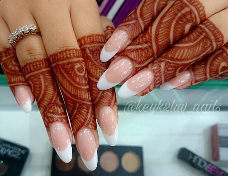 "(@pakistanibride) on Instagram: ""Pretty finger henna  via @keyk2luv_nails ✨ #pakistanibride #henna #hennadesigns #mehndidesigns…"""