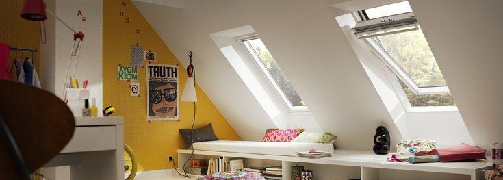 Med VELUX pivåhängda takfönster går det att möblera ända in till väggen.