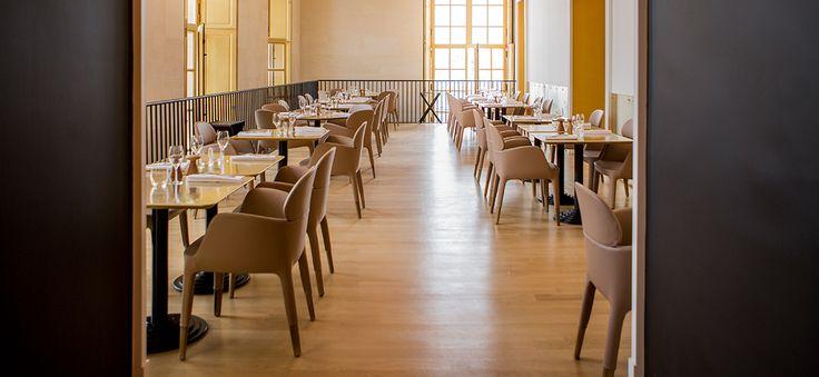 Pedrali produce mobili ed oggetti d'arredo design per spazi pubblici, uffici e case. Sedie, tavoli, sgabelli e complementi in plastica, legno e metallo.