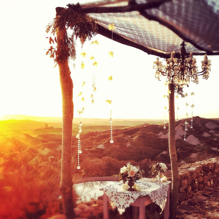 La Rosa Canina #weddingdecor #flowersdecor #weddingintuscany #chuppa #sunset #pienza