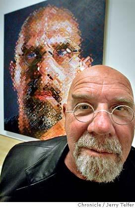 Chuck Close (1940-...) Ces œuvres la plupart des portraits font la taille d'un mur. Il travaille de manière minutieuse à partir de la photographie. En 1967 il rejoint l'hyperréalisme.