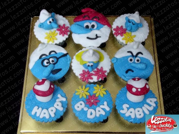 Cupcake Tema Smurf.  Hiasan dari fondant.