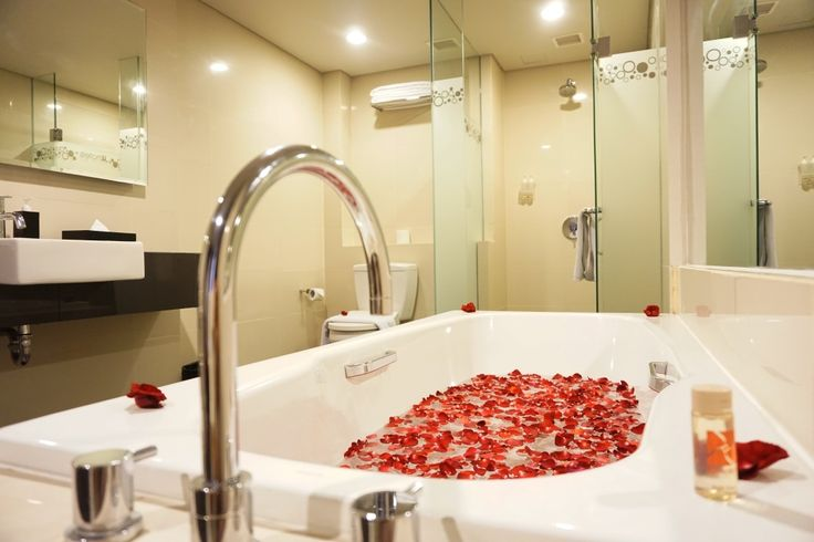 Looking to take a romantic break away? . . . #J4hotelslegian #J4hotels #LifestyleHotel #Lifestyle #Hotel #Holiday #InstaTravel #HotelLegianBali #Vacation #Weekend #Young #Wanderlust #Destination #LegianStreet #Bali #Getaway #Anniversary #HotelAnniversary #Package #Couple #Romantic #Romantis #BulanMadu #Pasangan