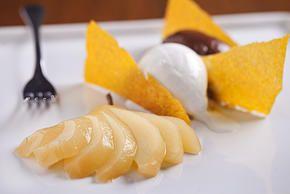Cioccolato, Polenta, Pere al Moscato e Goronzola
