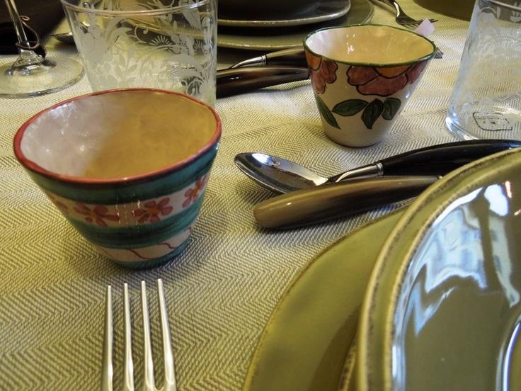 Siena- Toscana Lovers - Tavola con coppette delle Ceramiche -Posate di Saladini