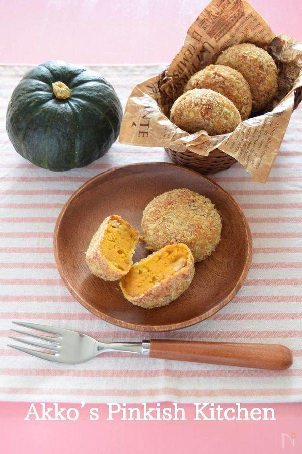 このレシピはお弁当用のおかずになる作り置き和風かぼちゃコロッケです。味付けもしょうゆベースの和風だし、豚ひき肉を使っているので腹持ちの良いお弁当のおかずになります。冷凍保存しておくのもお薦めです。