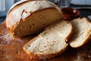 Altijd al brood willen bakken? begin met dit basis brood recept, ideaal om te beginnen met brood bakken.