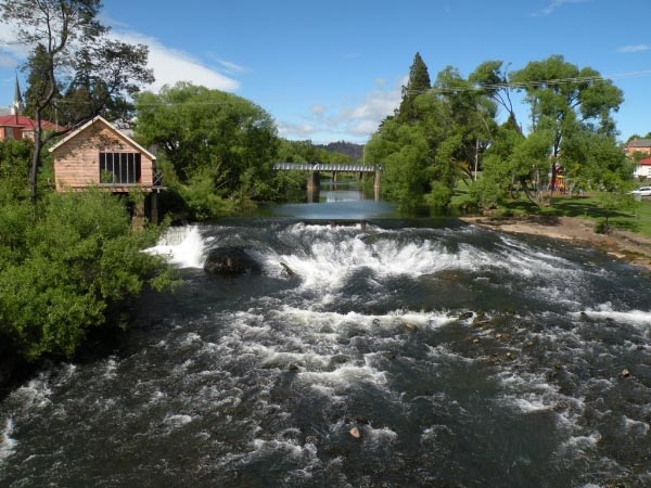 The Meander River in Deloraine.  Article & photo by Wayne & Julie Cartwright.