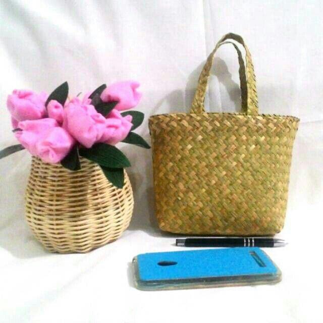 Temukan dan dapatkan Tas Purun Mini Size hanya Rp 10.000 di Shopee sekarang juga! http://shopee.co.id/borneoethnic/114223745 #ShopeeID