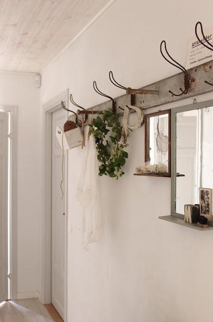 Mooie houten kapstok | Tips om zelf te maken: http://www.jouwwoonidee.nl/kapstok-maken/
