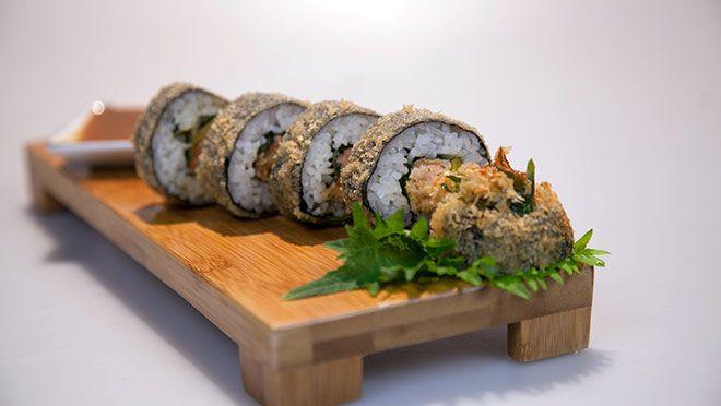Spicy tempurasushi met krab en zalm (gefrituurde sushi) - recept | 24Kitchen