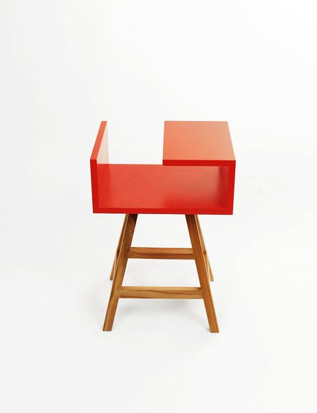 Stolik nocny w czerwony energetycznym kolorze  #stolik #meble #acoco #design #table #czerwony #red