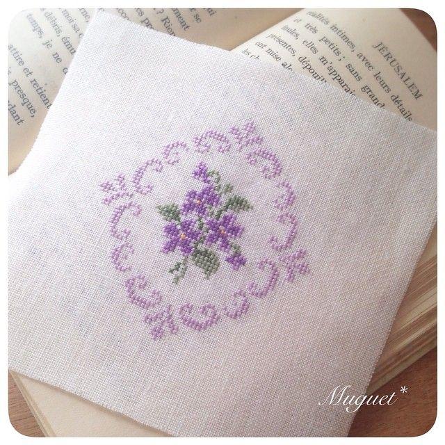 "174 Likes, 7 Comments - +mari (@muguet_stitch) on Instagram: "". 先ほど刺し上がったばかりの刺しゅう。 フレームはお花と同系色の一色で刺して 上品に仕上げました(*^_^*) . . #刺繍 #クロスステッチ #スミレ #花 #手芸 #手作り #ハンドメイド…"""