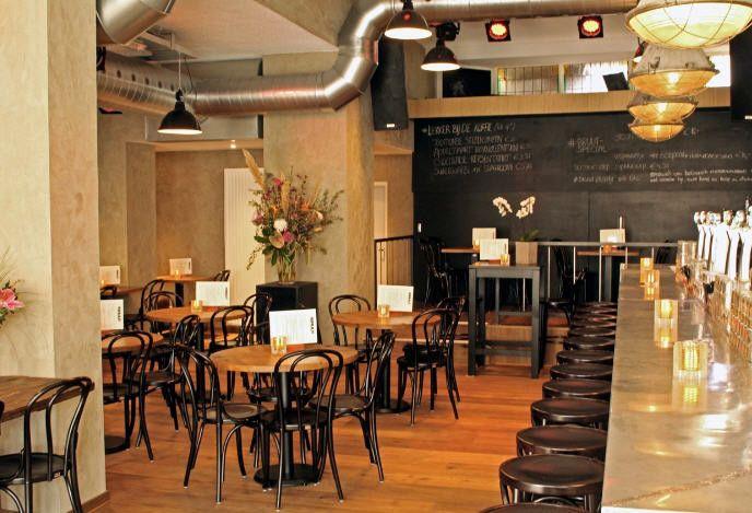 Bruut is een heerlijke combinatie van bar en restaurant. In de bar kun je lekker genieten van bites & dagschotels en in het restaurant vind je een wat uitgebreidere menukaart. Gemene deler is kwaliteit.