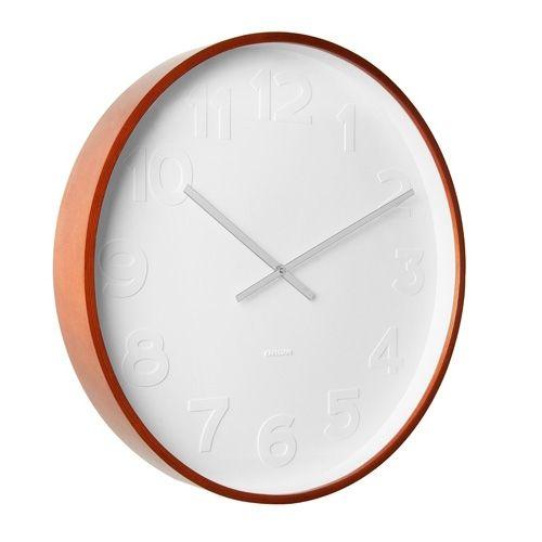 De Karlsson Wandklok Mr. White is een prachtige simplistische klok. De houten kast is voorzien van een witte wijzerplaat met witte uuraanduiding. De tijd is af te lezen dankzij de zilveren wijzers. Een zeer luxe klok met een serene uitstraling.
