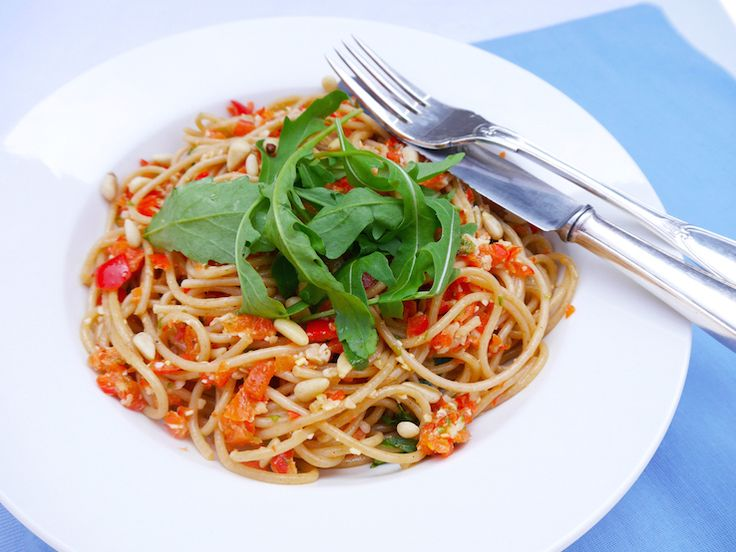 Spaghetti met paprikapesto – 5 OR LESS
