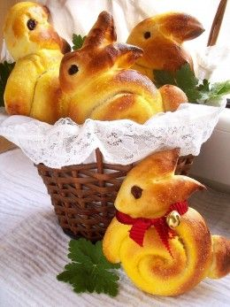 Amazing Easter Food Ideas.....LC is going to try these 'Bunny Rolls' from Pillsbury bread sticks....can't imagine it won't work.  Shape, brush with melted butter, bake & garnish