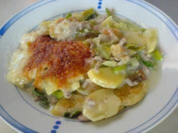 Das perfekte Kartoffel-Lauch-Gratin mit Hackfleisch-Rezept mit einfacher Schritt-für-Schritt-Anleitung: Lauch in Ringe schneiden. Kartoffeln schälen und…