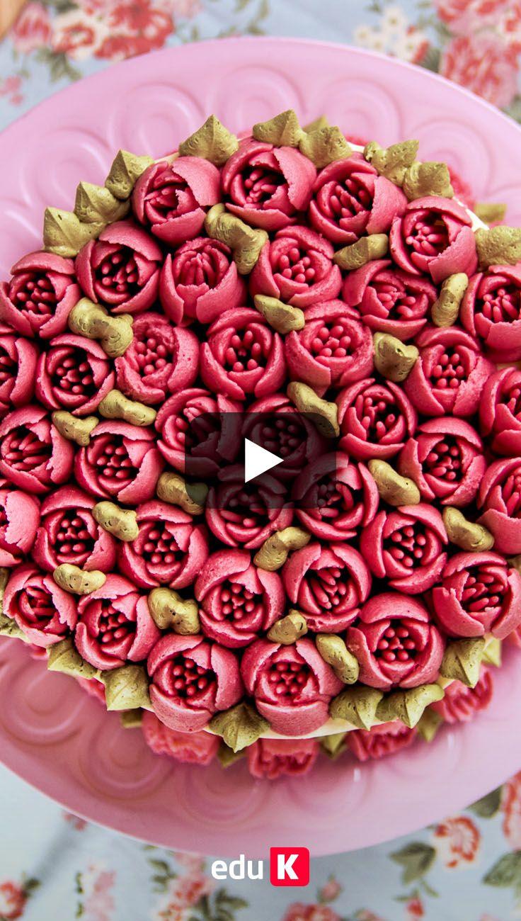 Que tal presentear alguém querido com um bolo desses? Clique na imagem e aprenda a decorar o seu bolo com bicos de confeitar :)