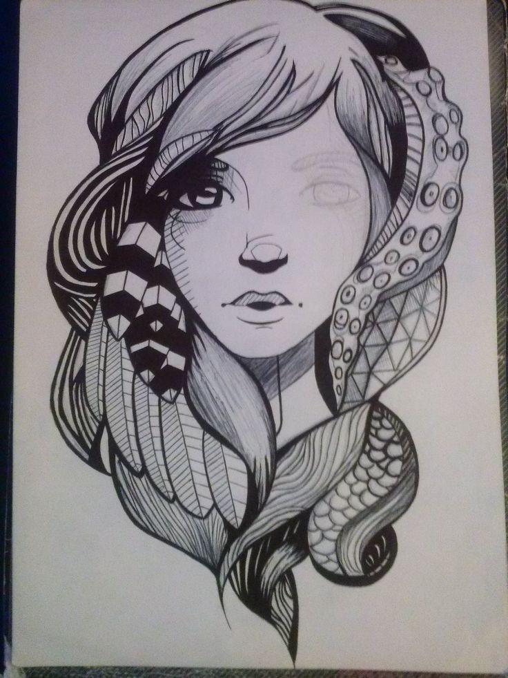Detallando el rostro de la chica con esfero negro para acabar el dibujo.