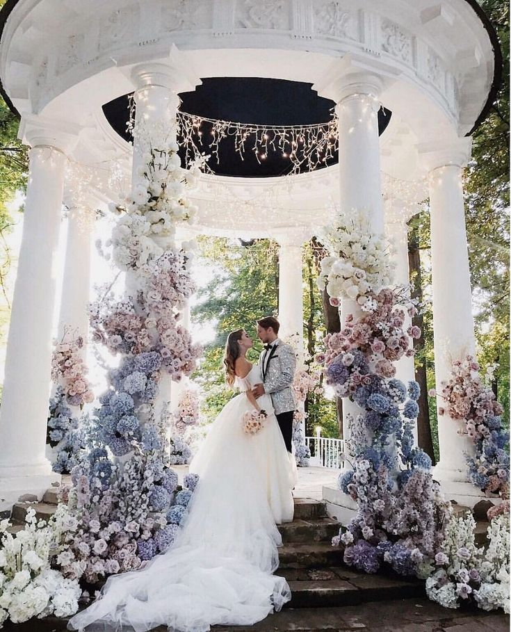 Save if this could be your dream wedding venue😍