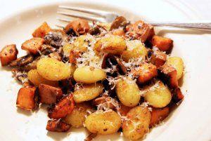 Zapékané brambory se smetanou a žampiony