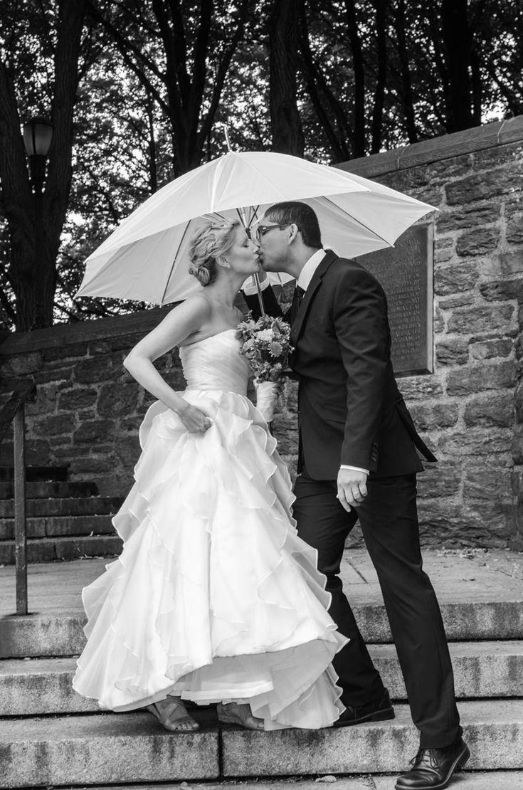 New Leaf Restaurant Wedding Umbrella Accessory S Kissing Al Ojeda Photography Www
