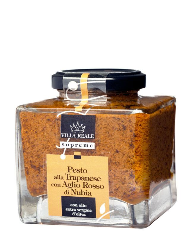 This Trapanese pesto with red garlic from Nubia, selected by the Presidi Slow Food, recreates an innovative pesto which is a truly gastronomy jewel by Villa Reale.