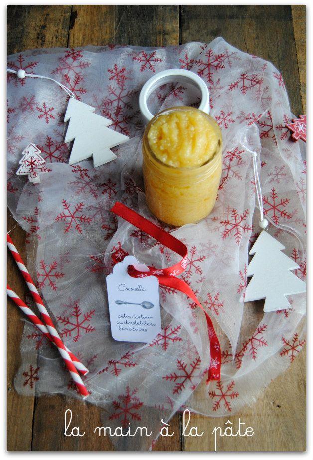 Pâte à tartiner maison base de chocolat blanc croustillant, flocons de noix de coco, crème ...
