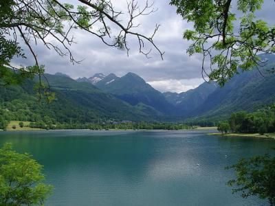 Le lac de génos Loudenvielle Guide du tourisme dans les Hautes-Pyrénées Midi-Pyrénées