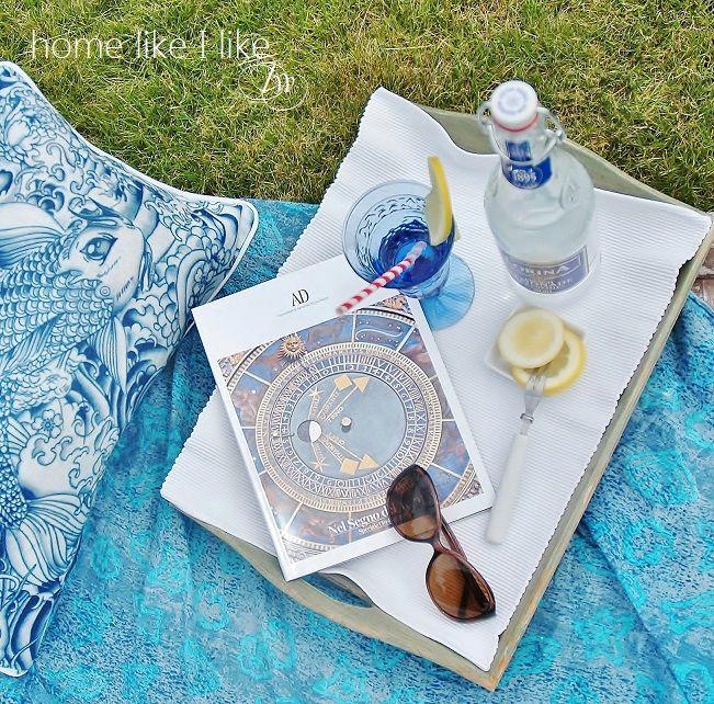 Summertime in garden blue and white www.homelikeilike.com