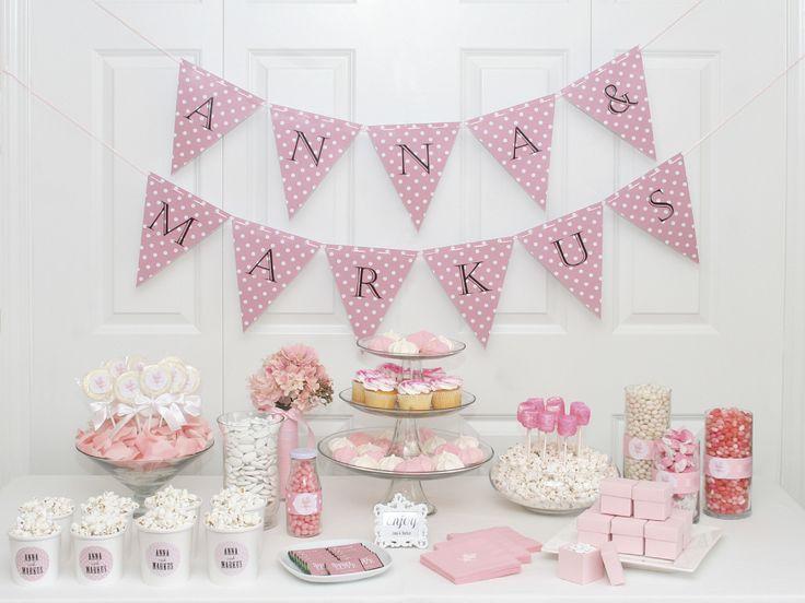 Candybar i läckert rosa #calligraphenwedding #calligraphendetails #wedding…