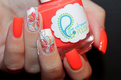 "Flowers Nail Art"" by diamant sur l'ongle http://diamantsurlongle.blogspot.fr/2015/11/flowers-nail-art.html"