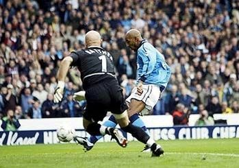 Man City 3 Man Utd 1 in Nov 2002 at Maine Road. Nicolas Anelka easily slots the ball home passed Fabian Barthez to make it 1-0 City after 5 minutes #Prem