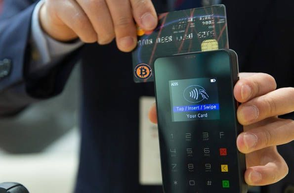 Xapo lancia una innovativa carta di debito con la quale è possibile pagare in Bitcoin negli esercizi commerciali di tutto il mondo.