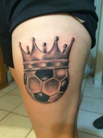 tatuajes de futbol en la pierna balon